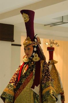 Mongolian queen-khatun. This oblong headdress, called Gugu Guan (罟罟冠) was popular to the noblewomen of the Mongol court