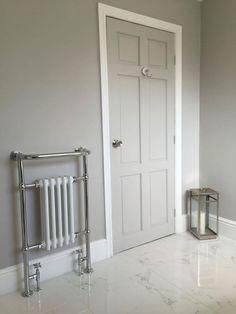 Farrow & ball corn forth white – hallway Interior Door Colors, Grey Interior Doors, Grey Doors, Home Interior, 1930s House Interior, Painted Interior Doors, Bathroom Doors, White Bathroom, Bathrooms