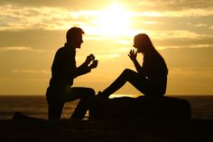 We help you find amazing romantic proposal ideas. Choose some romantic ideas here and create your own unique proposal with cute details of your relationship Wedding Proposals, Marriage Proposals, Marriage Advice, Buying An Engagement Ring, Perfect Engagement Ring, Engagement Rings, Love Spell Chant, Romantic Proposal, Proposal Ideas