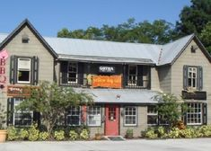 Yellow Dog Eats is a quaint restaurant in an old general store in Gotha, Florida west of Orlando.  It is open 7 days a week from 11 to 9 and has a loyal following of central Florida regulars.