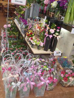 Decoflower How To Wrap Flowers, Flower Wrap, Table Decorations, Green, Fingers, Home Decor, Shop, Souvenir, Flowers