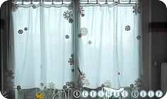 CURTAIN IN SEWING AND FLOWERS IN HOOK  // RIDEAU-FLEURS-4.jpg  // http://ackimbogulp.over-blog.com/article-voilage-et-crochetage-119683637-comments.html#anchorComment //