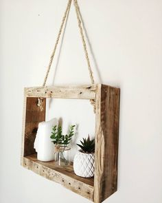Creative & Cheap Wooden Pallet Projects – 5 Min Ideas Here we have a compilation of all inspiring and mind-tickling projects that will require a few bucks of yours, and you go with a beautiful and creative pallet project. You would surely love our coll Wooden Pallet Table, Wooden Pallet Projects, Wooden Decor, Wooden Pallets, Wooden Diy, 1001 Pallets, Pallet Tables, Pallet Benches, Recycled Pallets