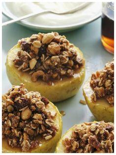 Dieses Dessert fühlt sich schon nach Weihnachten an - Bratäpfel mit Füllung | http://eatsmarter.de/rezepte/brataepfel-mit-fuellung