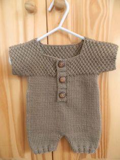 Der Neuen : Tutorial: Kurzer Baby-Overall Jersey Jersey / Weizenstich, Baby Boy Knitting Patterns, Baby Patterns, Baby Boy Overalls, Tricot Baby, Baby Jumpsuit, Short Jumpsuit, Baby Boy Blankets, Baby Sweaters, Crochet Baby