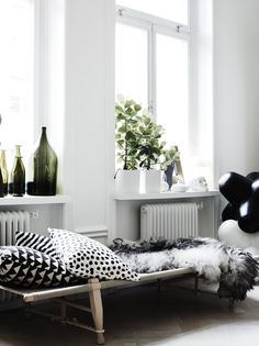 my scandinavian home: Lotta's beautiful black and white home