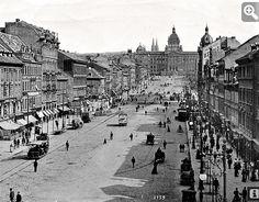 Václavské  náměstí,  vzadu Muzeum Czech Republic, New Mexico, Old Photos, Paris Skyline, Photo Wall, Louvre, Europe, Country, City