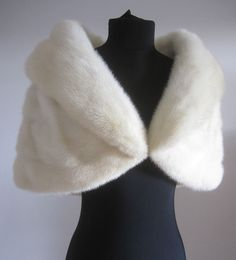 B Altman White Cream Ivory Mink Cape Stole Fur Wrap Wedding, Wedding Coat, Wedding Shrug, Lila Outfits, White Fur Coat, Fur Clothing, Fur Stole, Pin Up, Sweet 16 Dresses