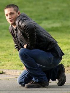 Ok...I normally don't post celebrities, but I'm in love with Tom Hardy...Hubba Hubba!!! ;)