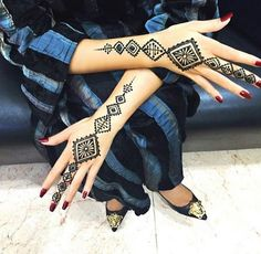 Find images and videos about love, nails and henna on We Heart It - the app to get lost in what you love. Henna Doodle, Henna Ink, Henna Body Art, Mehndi Tattoo, Henna Tattoo Designs, Mehandi Designs, Henna Mehndi, Henna Tattoos, Mehndi Art