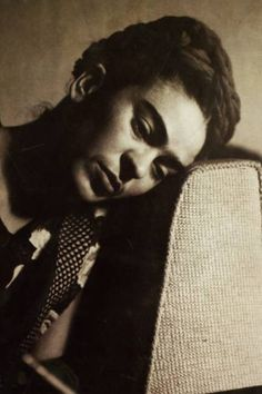 Frida Kahlo - Black and White Photo Diego Rivera, Natalie Clifford Barney, Frida E Diego, Frida Art, Famous Artists, Great Artists, Famous Mexican, Mexican Artists, Portraits