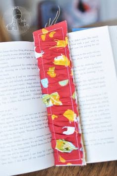 Ruffled Bookmark Tutorial {Teacher Appreciation}