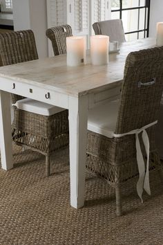 Riviera Maison Table White Wash or milk wash for dining room table Wicker Table And Chairs, Dining Table, Rattan Chairs, Dining Room, Kitchen Tables, White Wash Table, Beach House Decor, Home Decor, Scandinavian Living