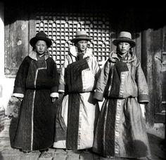 Tibetan girls, Xining, Qinghai Province. Zhuang Xueben, 1937 (Image courtesy of Zhuang Wenjun)