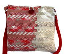 Sac bandoulière en patchwork beige et rouge : Sacs bandoulière par barcelonaibizacolors