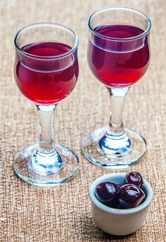 Romanian Food, Romanian Recipes, Alcoholic Drinks, Beverages, Favorite Recipes, Food And Drink, Canning, Glass, Pantry