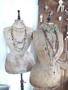 Love dress forms, on the look out for one! Shabby Chic Mannequin, Vintage Mannequin, Dress Form Mannequin, Old Dresses, Vintage Dresses, Nice Dresses, Boutique Jewelry Display, Jewellery Displays, True To Form