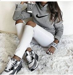 Shoes: nike air max low top sneakers grey sneakers nike sneakers grey sweater nike sweater striped shirt marble back to school white ripped jeans - Wheretoget Sneakers Mode, Grey Sneakers, Sneakers Fashion, Nike Sneakers, Fashion Shoes, Nike Fashion, Ladies Sneakers, Adidas Shoes, Classic Sneakers
