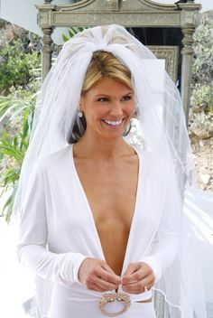 And why Lori Loughlin net worth is so massive? Lori Loughlin net worth is definitely at the very top level among other celebrities, yet why? Lori Loughlin, Bridal Hair Updo, Porno, Celebrity Beauty, Celebrity Photos, Sexy Older Women, Alternative Wedding, Up Girl, Celebrity Weddings