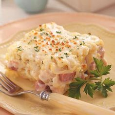 Creamy Cordon Bleu Lasagna Recipe- Recipes Five cheeses and a jar of prepared Alfredo sauce enhance this terrific lasagna recipe. It's effortless to prepare and kid-friendly, too. Think Food, I Love Food, Good Food, Yummy Food, Tasty, Pasta Recipes, Chicken Recipes, Dinner Recipes, Cooking Recipes