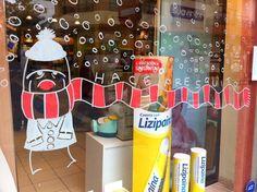 (A través de CASA REINAL) >>>>  ¡Hace fresquito! Christmas And New Year, Xmas, Ideas Geniales, Christmas Decorations, Holiday Decor, Visual Merchandising, Merry, Design Inspiration, Windows