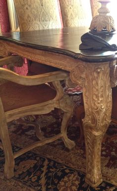 Love this detailed dining table.