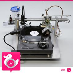 VINILE FAI DA TE  E' l'aggeggio ideale se anche voi viaggiate controtendenza e amate i vecchi 33 giri... con Vinylrecorder T560 potete copiare su disco tutti i vostri mp3! E pensare che fino a qualche tempo fa la tendenza era l'esatto opposto...  http://gadget.wired.it/news/audio/2013/08/02/se-il-vinile-incontra-il-maker-65487.html