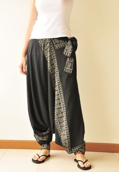 Black Printed Rayon Harem Pants /Gypsy Pants/Aladdin Pants/Genie Pants/Yoga Pants /Thai Pants The Black harem pants is Pantalon Thai, Pantalon Long, Pantalon Aladdin, Thai Hose, Boho Fashion, Fashion Outfits, Womens Fashion, Hippie Hose, Boho Hippie