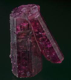 Elbaite Jonas Mine, Conselheiro Pena, Doce valley, Minas Gerais, Brazil Taille=4.1 x 5.2 x 2 cm