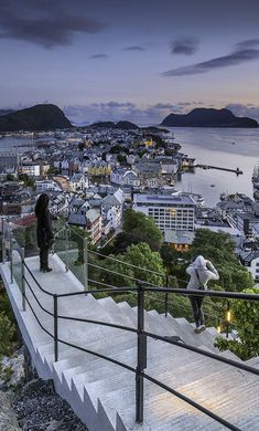 Fjellstua Ålesund Ålesund is a town and municipality in Møre og Romsdal county, Norway. It is part of the traditional district of Sunnmøre, and the center of the Ålesund Region. It is a sea port, and is noted for its unique concentration of Art Nouveau architecture