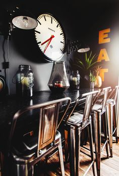 House Tour: Eine Masterclass in Moody Interior Design