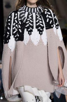 Модные женские свитера на осень и зиму 2017 и 2018 года на фото. Стильная одежда на осень для девушек 2017 года. Модные зимние свитера: тенденции и тренды.