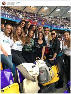 Goals Football, Football Icon, Football Cheerleaders, Football Is Life, Football Girls, Soccer Guys, Soccer Players, Isco, Theo Hernandez