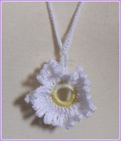 Crochet Single Daisy Necklace by YammasCrafts on Etsy, Daisy Necklace, Crochet Earrings, Trending Outfits, Unique Jewelry, Handmade Gifts, How To Make, Cards, Etsy, Vintage