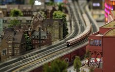Now THAT's a model train set to be admired!