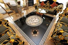 Versace Home Coll ection Casa Versace, Versace Mansion, House Of Versace, Versace Home, Versace Miami, Versace Furniture, Luxury Furniture, Style At Home, Versace Bedding