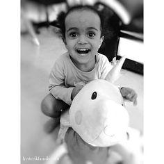 Les mois passent et ça ne change pas, toujours accro à #louisetagada de #lilliputiens  On a tous besoin d'une licorne dans sa vie  #lagardepartageedelouisetagada #22mois #littlemisssunshine #lanbdujour