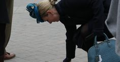 The Queen's granddaughter Zara Phillips dropped her cash and her bet as she arrived on the racecourse yesterday.