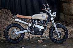 Honda XR600 Street Tracker - 66 Motorcycles. Coge las palomitas, pilla asiento, entra y mira que guapa está la Street Tracker de 66 Motorcycles.