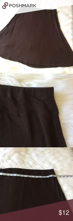"""Brown Below the Knee Flowy Skirt, Size Large This gorgeous brown skirt is in excellent condition and looks great with a white or cream long sleeve or quarter sleeve blouse and a pair of heals! The waist stretches up to 42"""" and other measurements are also included in the pictures. Feel free to bundle with additional items for an extra 10% off! Skirts Midi"""