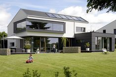 Competition: Haus Ott in Laichingen - Picture 7 - Home Sweet Home - Architektur Architecture Résidentielle, Floor To Ceiling Windows, Sweet Home, New Homes, House Styles, Felder, Single Family, Gable Roof, Twitter
