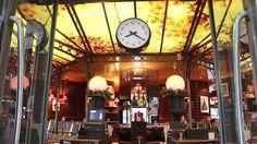 La décoration du restaurant Le Luxembourg est typique des établissements parisiens avec ses banquettes, cette lumière légèrement tamisée et les tons chauds de marrons et de rouges. A l'intérieur, découvrez également le charme des vitres décorées de motifs végétaux, et de l'horloge située dans l'entrée. http://www.restovisio.com/restaurant/le-luxembourg-3178.htm #restaurant #traditionnel #français #parisien #paris