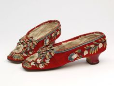 Pair of shoes, 1850-1875. Moosehair embroidery on wool and leather.