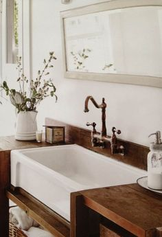 Like the raised faucet! ~ gorgeous old fashioned sink love the colour combo