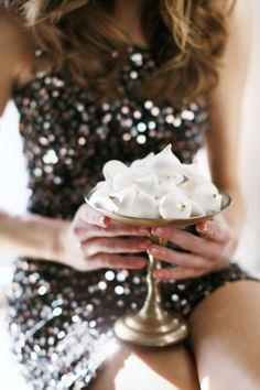 Macarons, cupcakes & cakepops move over.There is a new sweet trend on the block - meringue wedding treats! Meringue Kisses, Auld Lang Syne, A Little Party, Gold Tips, New Year Celebration, Nouvel An, All That Glitters, New Years Eve Party, Holiday Parties