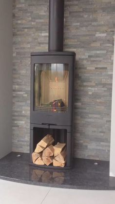 Fireplace Feature Wall, Fireplace Frame, Slate Fireplace, Home Fireplace, Fireplace Remodel, Fireplace Design, Wood Stove Decor, Wood Burner Stove, Log Burner