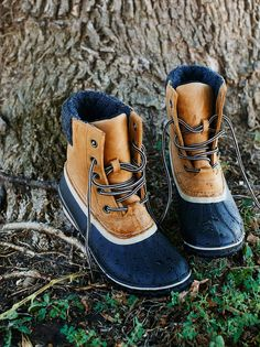 Don't let bad weather get you down. Protect your feet with these warm and rugged seam-sealed and waterproof weather boots. Featured in a full-grain leather upper and a leather-wrapped heel, this boot is also insulated and has vulcanized rubber and oh-so cozy microfleece lining. Molded EVA footbed with arch support for an easy fit.