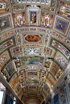 Walk through the Vatican Museum. Church Architecture, Beautiful Architecture, Beautiful Buildings, Beautiful Places, Vatican City Rome, Visiting The Vatican, Loire Valley, St Peters Basilica, Sistine Chapel