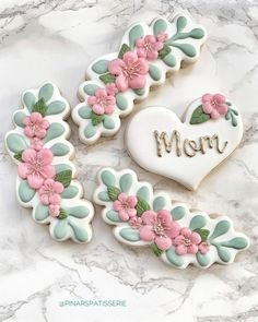 50 Novel Mother's Day Cookie Decoration Ideas to Surprise Her - Cupcakes Mother's Day Cookies, Fancy Cookies, Valentine Cookies, Iced Cookies, Cute Cookies, Royal Icing Cookies, Birthday Cookies, Sugar Cookies, Heart Cookies