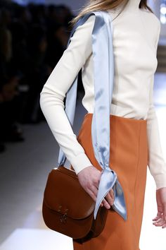 The Best Bags Seen at Milan Fashion Week - Our Favorite Handbags, Cross bodies, and Fanny Packs Latest Bags, Cute Diys, Milan Fashion Weeks, Leather Shoulder Bag, Leather Bag, Shoulder Bags, Timeless Fashion, Fashion Bags, My Style